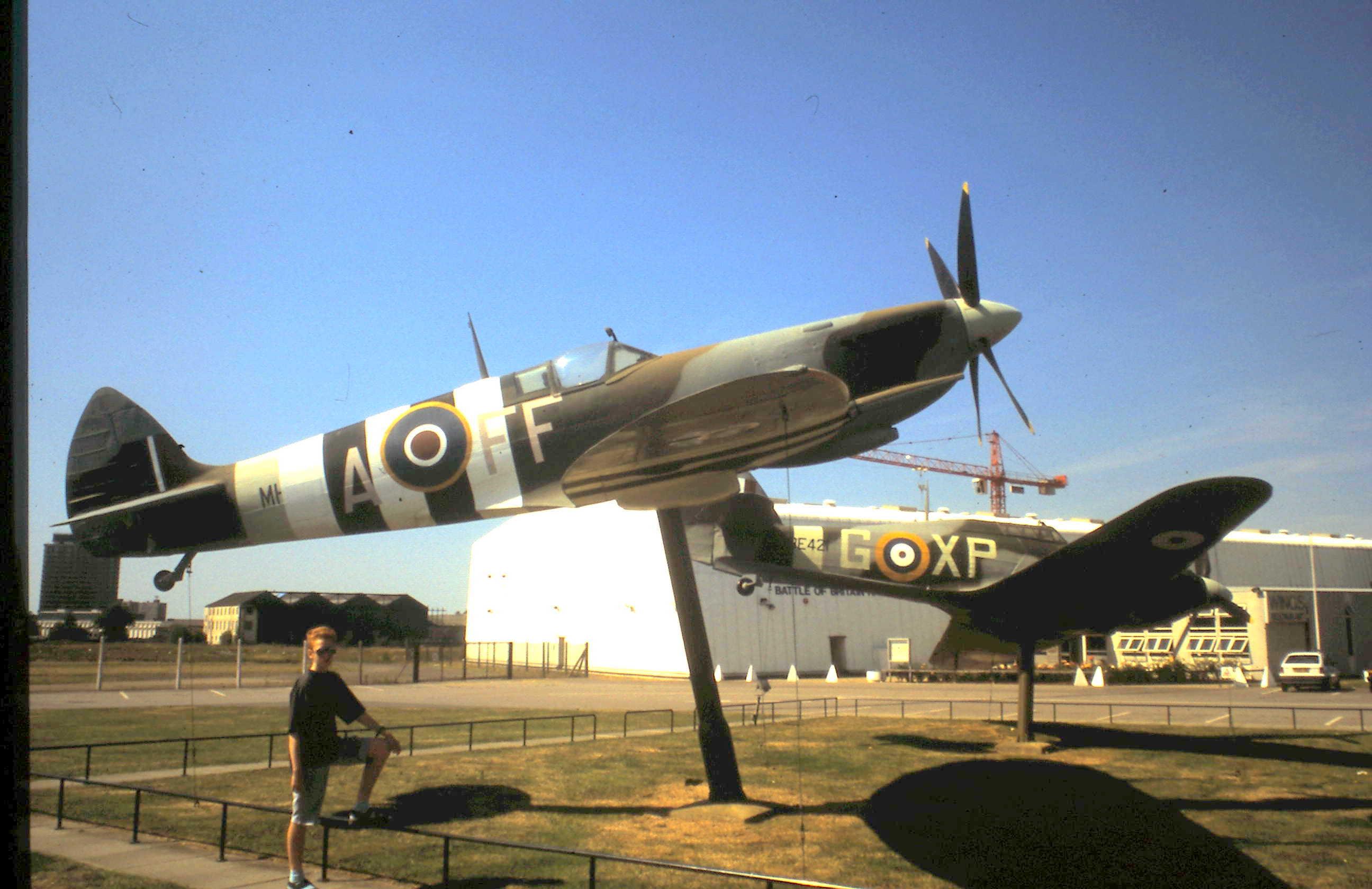 1940 1995-08-02 London Spitfire und Huricane