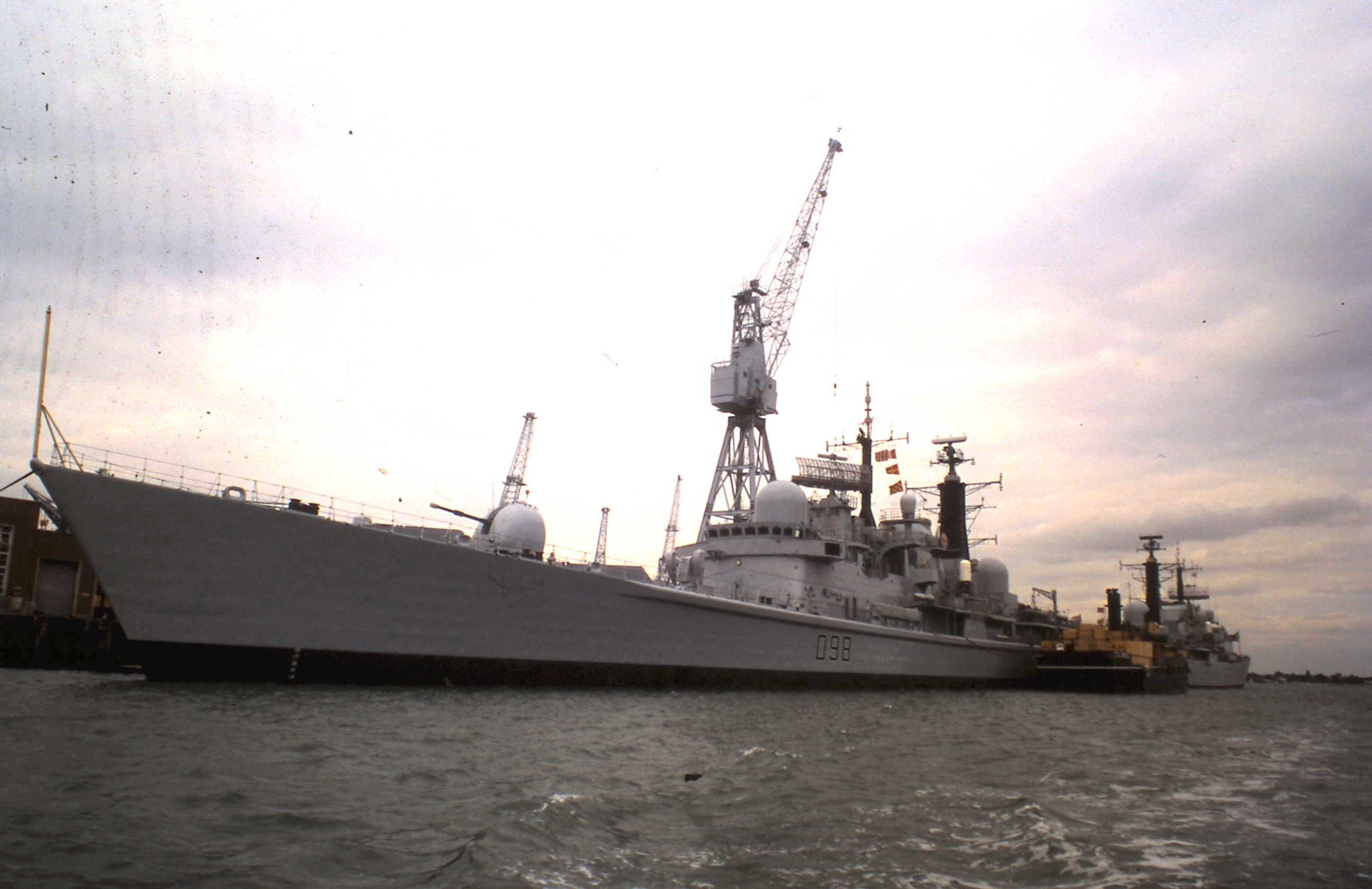 1975 1995-08-15 Portsmouth Fregatte
