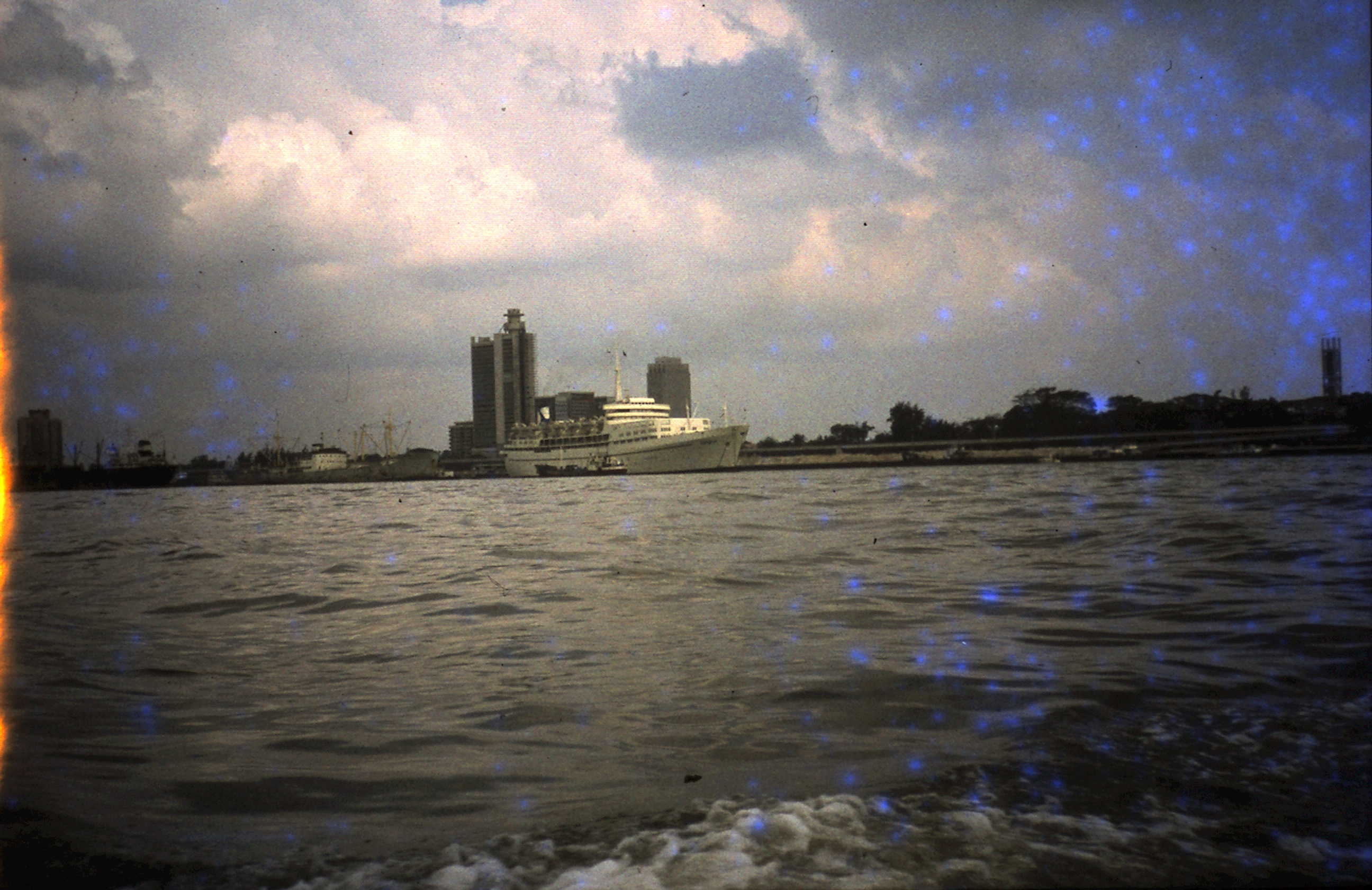 1977-09-30 hotelschiff für Messe in Lagos