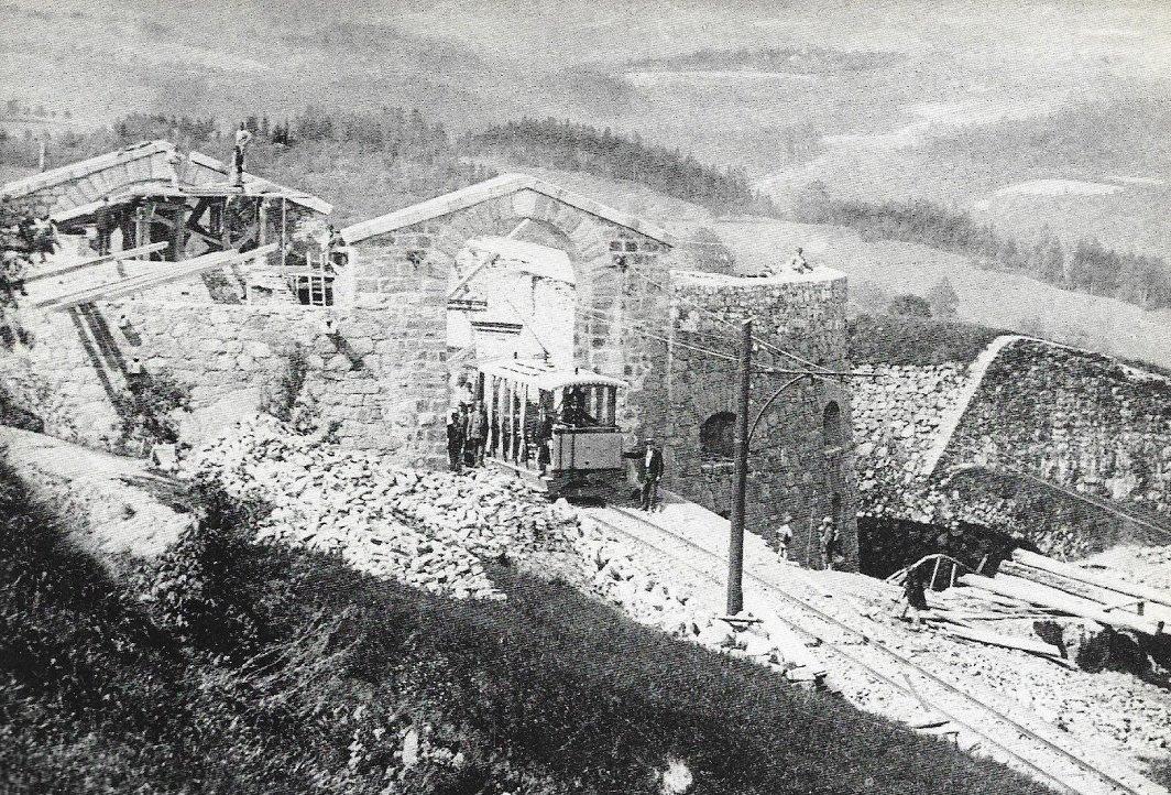 Pöstlingbergbahn Bergstation (im maximilianischen Turm von 1830) 1896