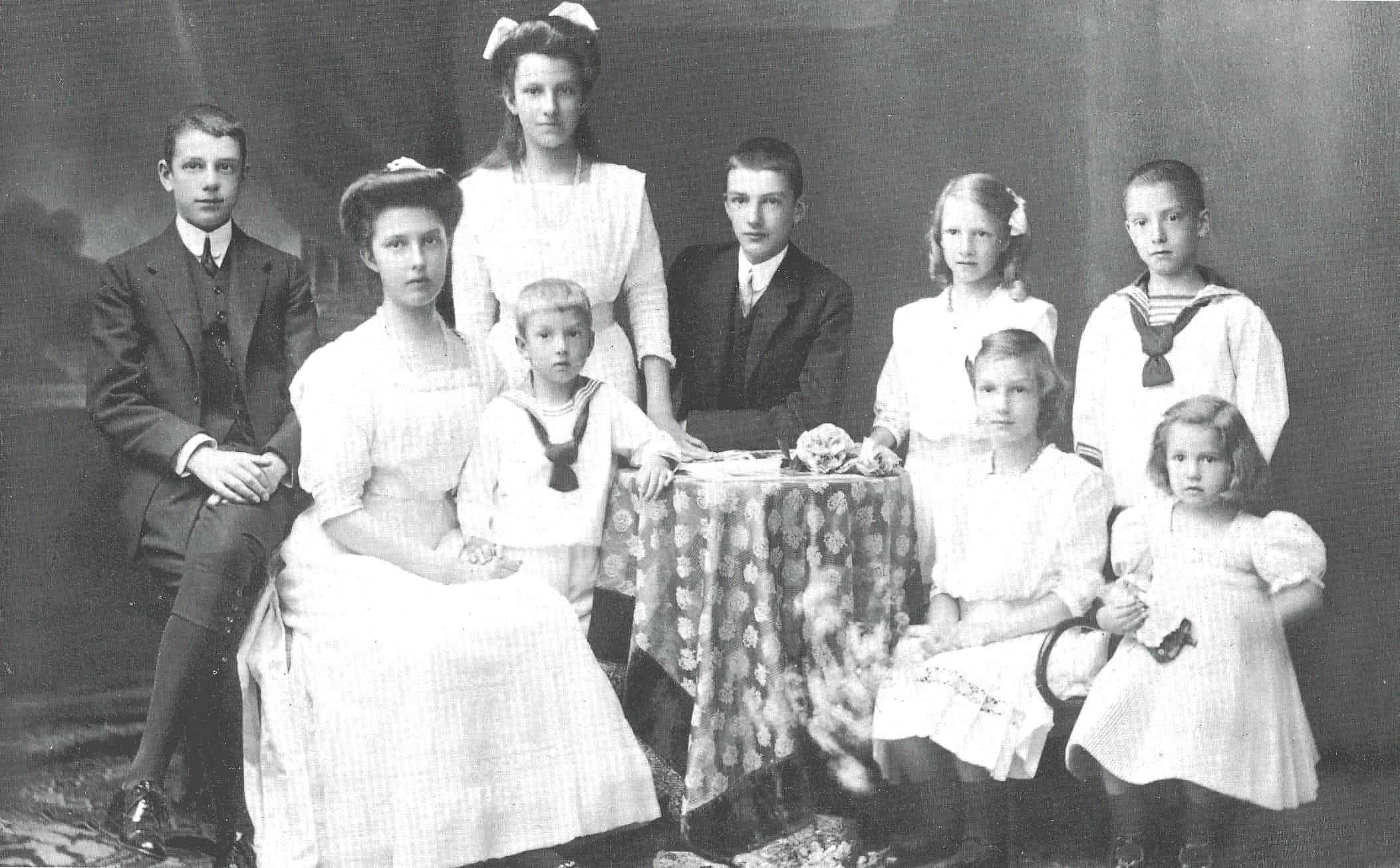 1913-01-01 Kinder von EHZ Marie Valerie-min