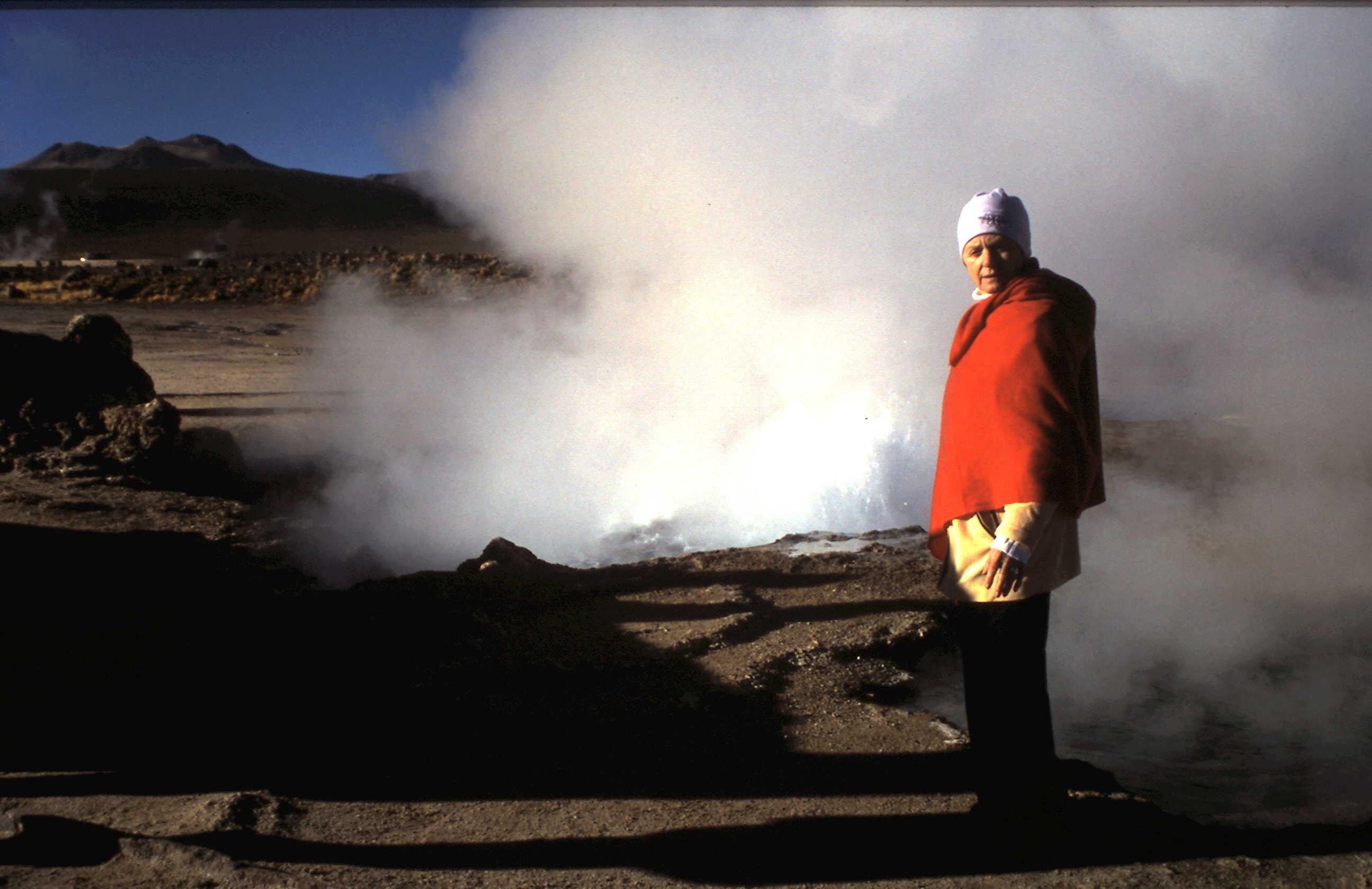 1972-08 Atacama hcc auf 4500m bei Geysiren