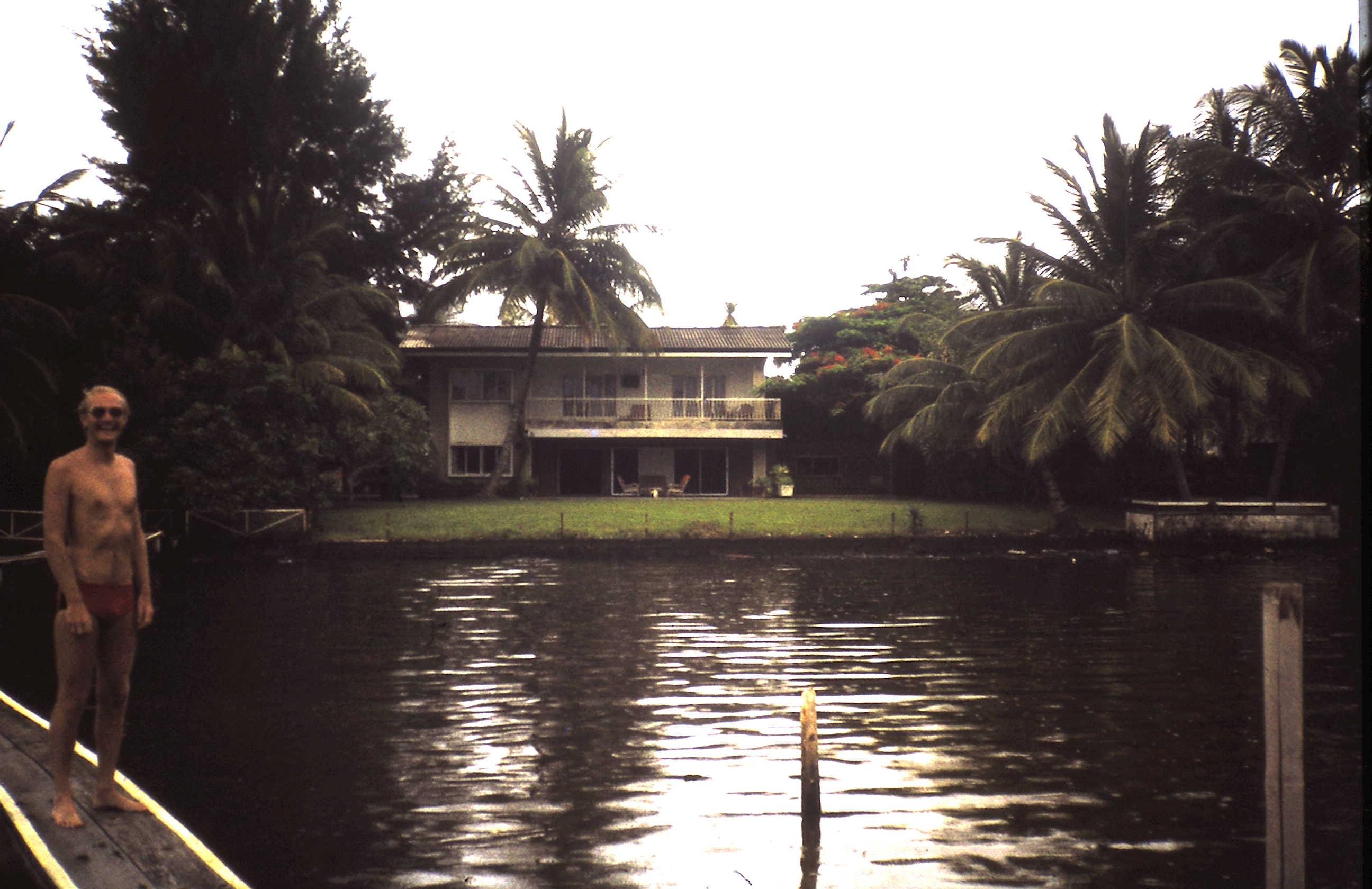 1979-01-15 Klaus vor seinem Haus